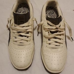 Leather sneakers like new in very good condition